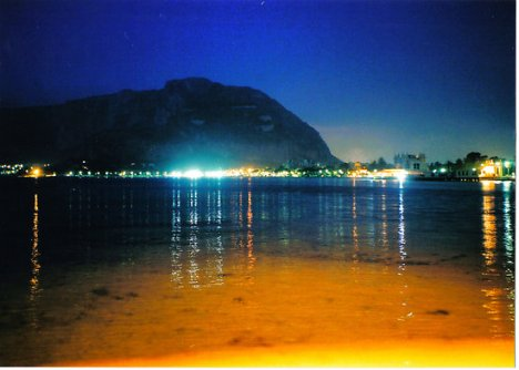 mondelo at night